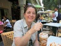 Eiskaffee und Blumenschmuck am Zocalo