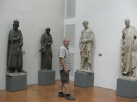 Fünf Statuen
