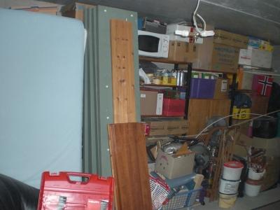 Alles sammelt sich im Keller-Keller