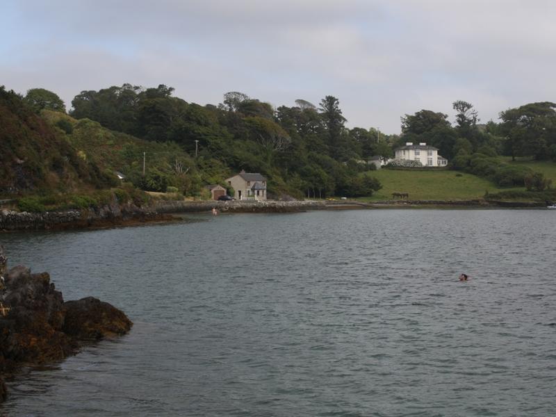 Lough Hyne mit Schwimmer.jpg