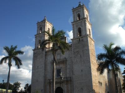 Kirche bei Tag.jpg