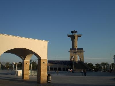 Torre de Caballero - auf Bruecke.jpg