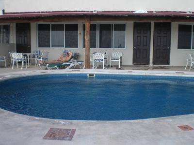 Am Pool.jpg
