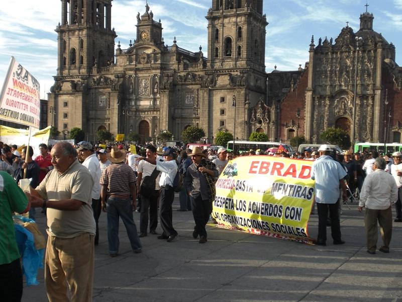 Demo vor der Kathedrale