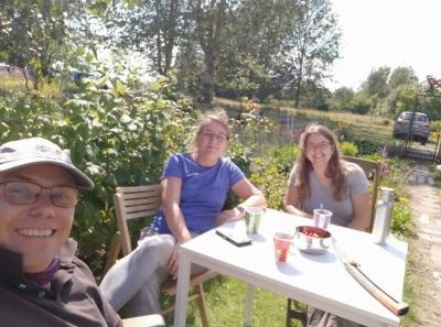 Kaffeepause in Lisas Garten